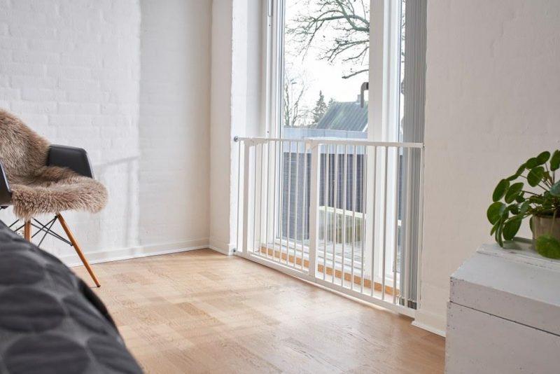 Babydan Asta Extra széles védőrács 151 cm fehér